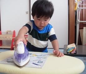 【息子3歳3ヶ月】アイロンがけ